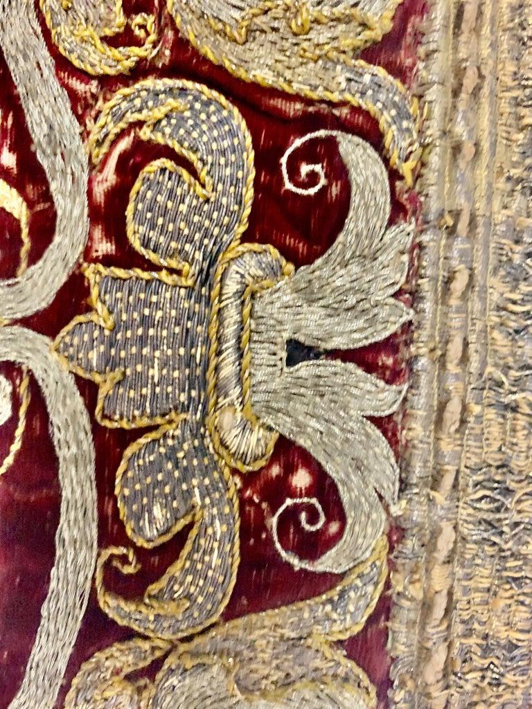 Pair of 18th Century Italian Embroidered Metallic Velvet Pillows For Sale 6