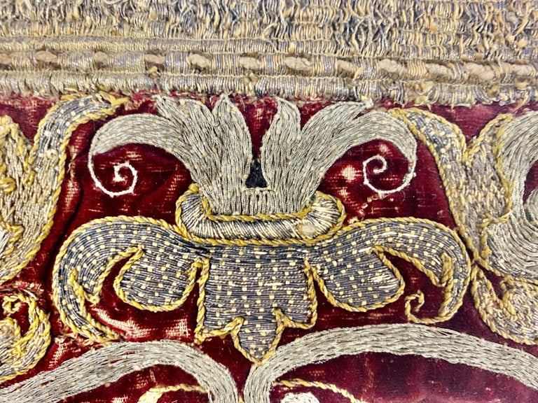 Pair of 18th Century Italian Embroidered Metallic Velvet Pillows For Sale 3