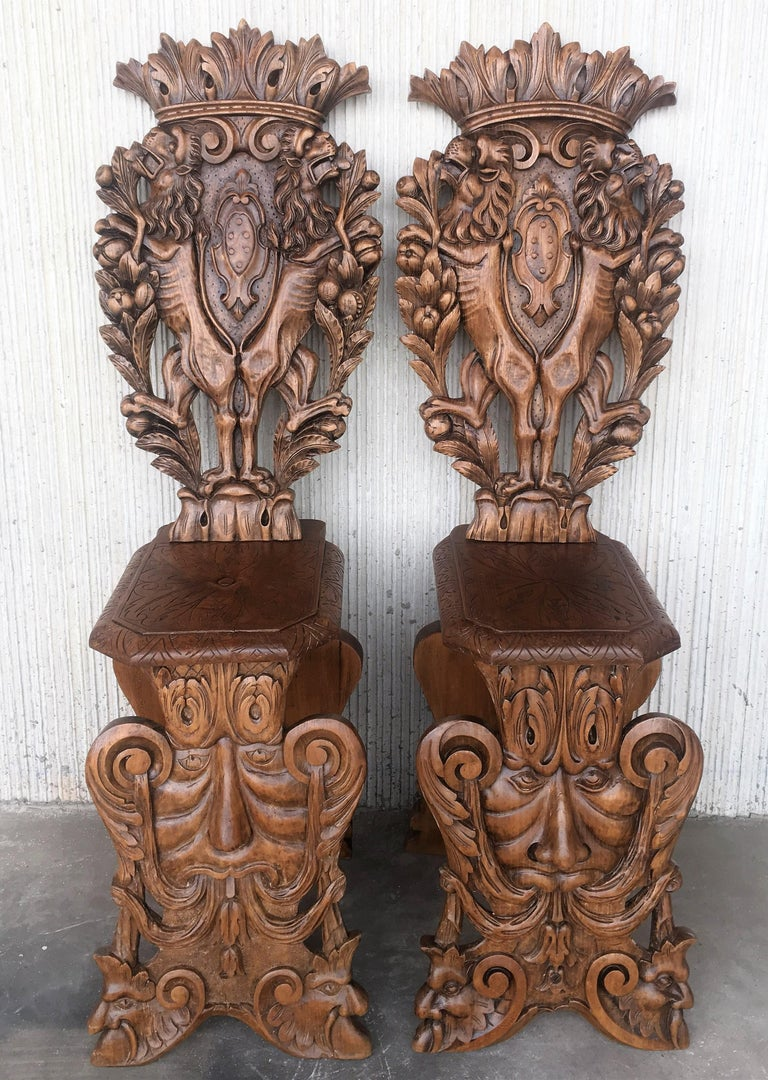 French Pair of 18th Century Italian Renaissance Lion Carved Walnut Sgabello Hall Chairs For Sale