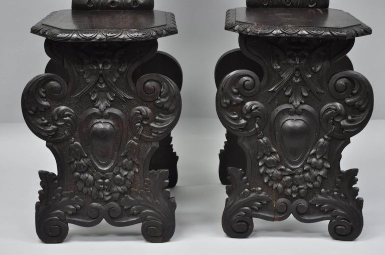 Pair of 18th Century Italian Renaissance Lion Carved Walnut Sgabello Hall Chairs In Good Condition For Sale In Philadelphia, PA