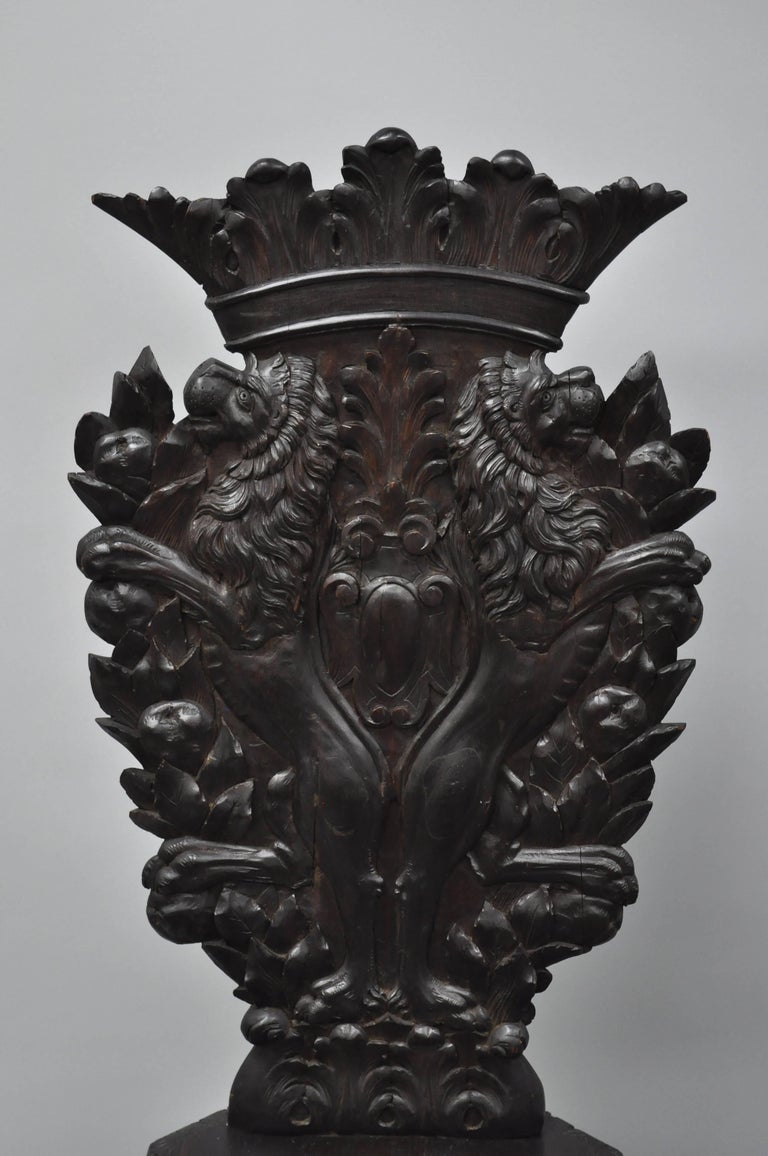 Pair of 18th Century Italian Renaissance Lion Carved Walnut Sgabello Hall Chairs For Sale 1