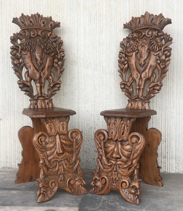 Pair of 18th Century Italian Renaissance Lion Carved Walnut Sgabello Hall Chairs In Excellent Condition For Sale In Miami, FL