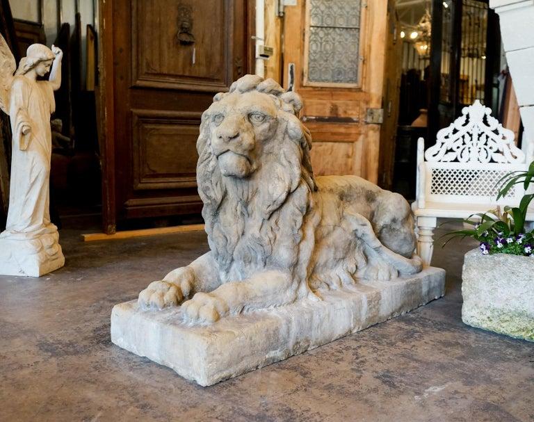 Italian Pair of 18th Century Limestone Lions For Sale