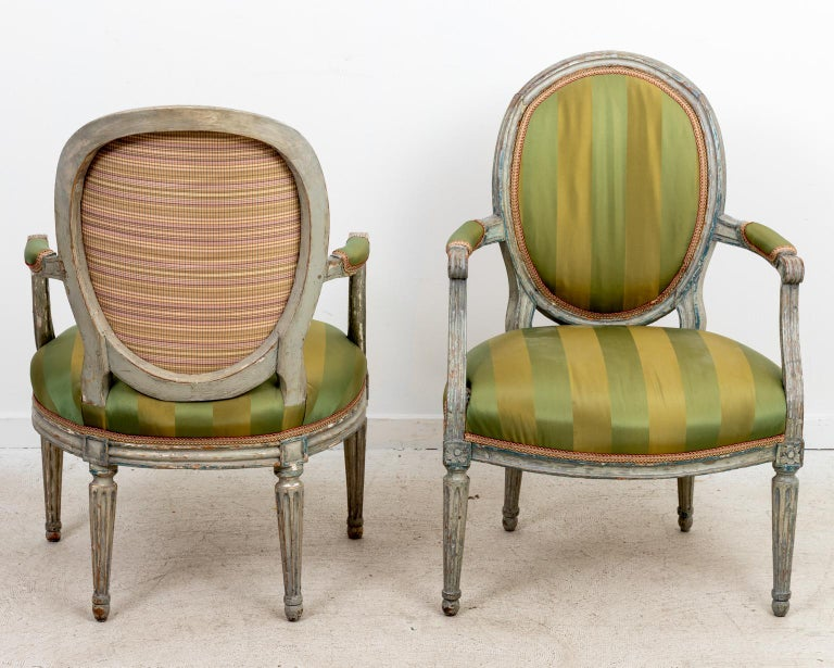 Carved Pair of 18th Century Louis XV Style Armchairs For Sale