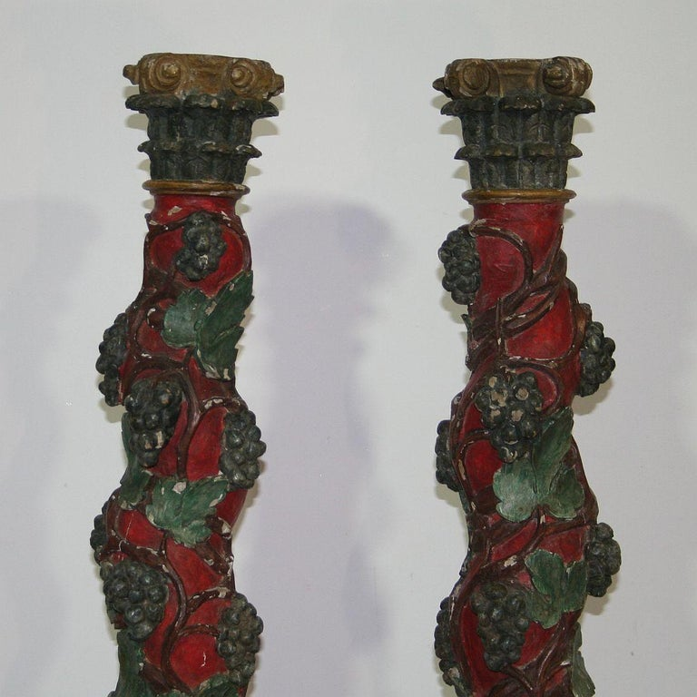 Pair of 18th Century Spanish Hand Carved Wooden Columns In Good Condition For Sale In Amsterdam, NL