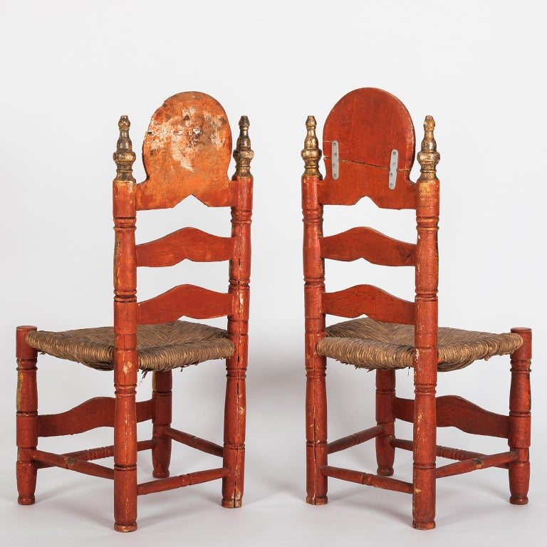 Pair of 18th Century Spanish Style Ladder Back Painted Chairs with Rush Seats In Distressed Condition For Sale In Porto, PT