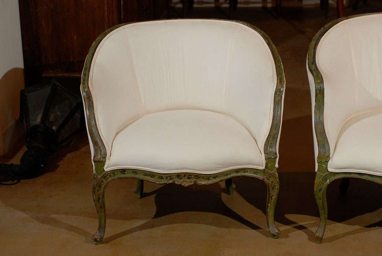Hand-Carved Pair of 18th Century Venetian Painted Bergere Chairs For Sale