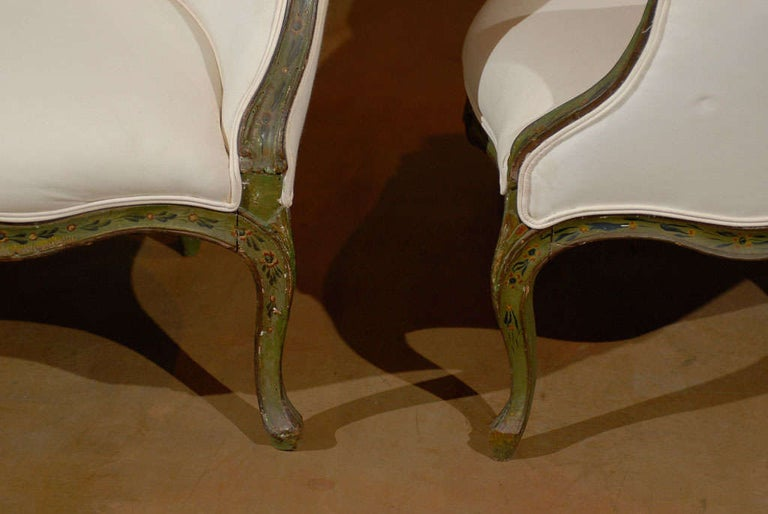 Pair of 18th Century Venetian Painted Bergere Chairs For Sale 1
