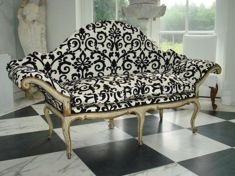 Baroque Pair of 18th Century Venetian Sofas For Sale