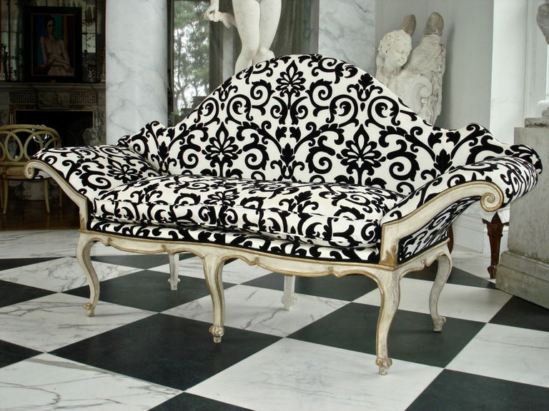 Italian Pair of 18th Century Venetian Sofas For Sale