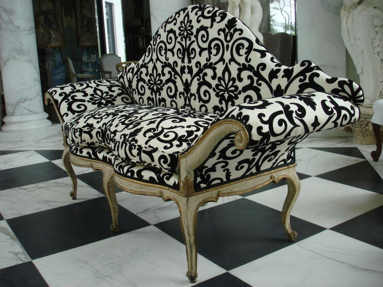 Painted Pair of 18th Century Venetian Sofas For Sale