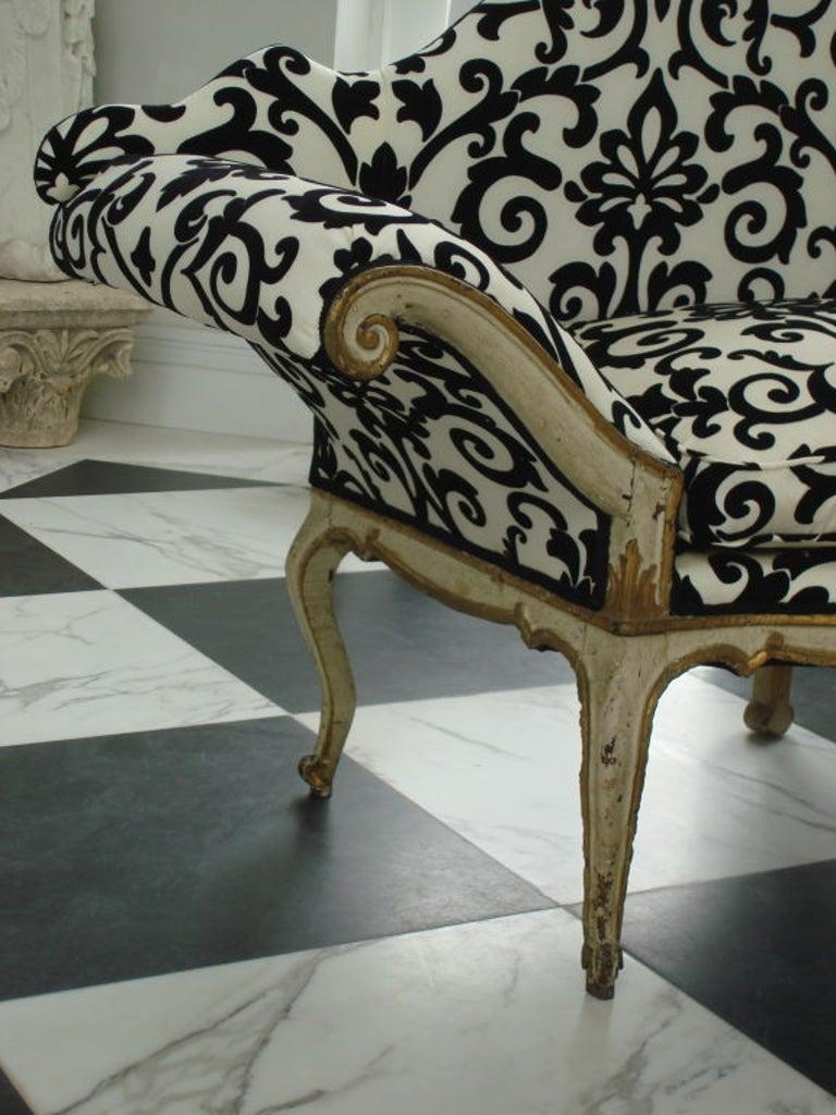 Pair of 18th Century Venetian Sofas For Sale 1