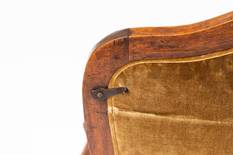 Pair of 18th Century Venetian Walnut Armchairs For Sale 3