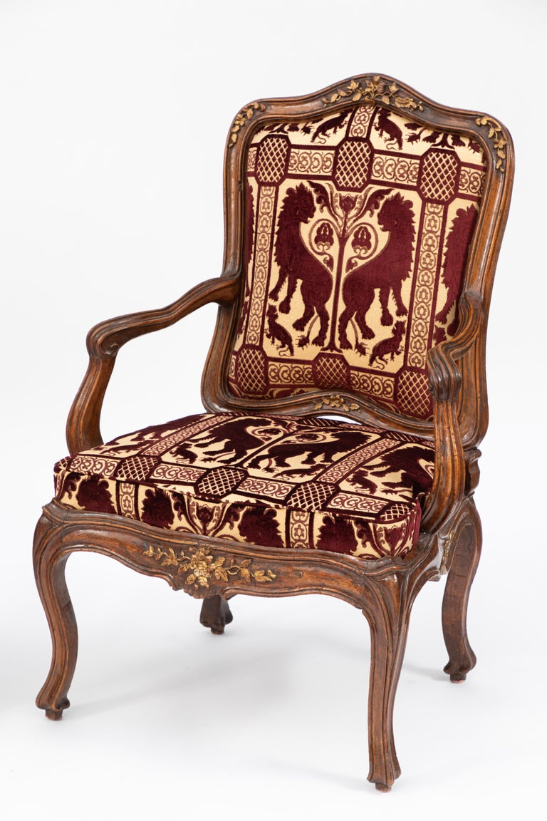 Pair of 18th Century Venetian Walnut Armchairs In Good Condition For Sale In Los Angeles, CA
