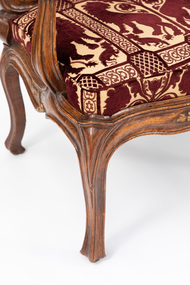Pair of 18th Century Venetian Walnut Armchairs For Sale 3