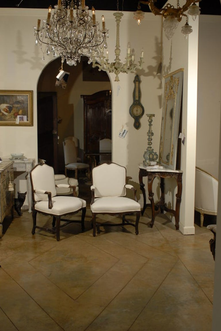 Pair of 18th Century Walnut Arm Chairs from Rhone Valley For Sale 1