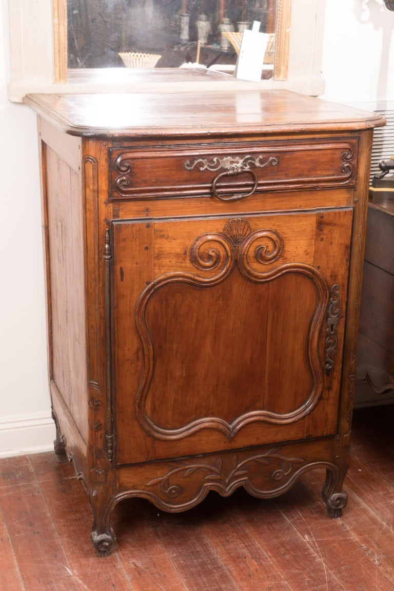 Pair of 18th Century Walnut Buffets In Good Condition For Sale In New Orleans, LA