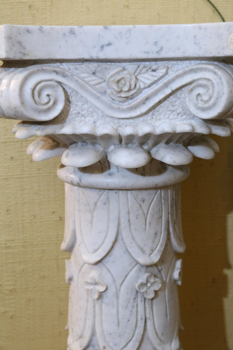 Pair of Early 20th Century Italian Marble Carved Pedestals For Sale 2