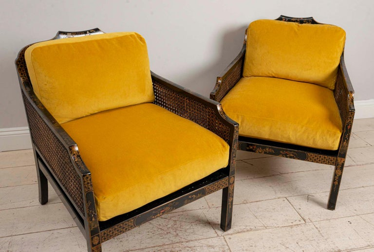 British Pair of 1920s English Japanned Armchairs with Chinoiserie Decoration