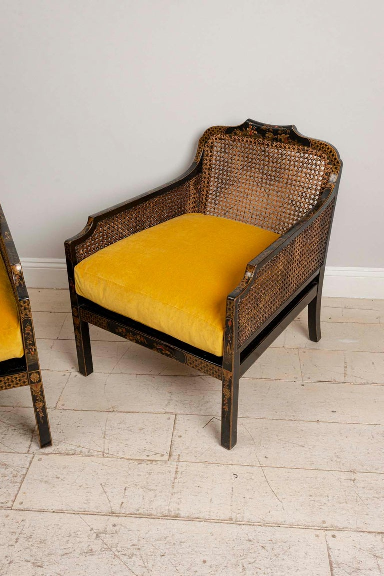 Pair of 1920s English Japanned Armchairs with Chinoiserie Decoration In Good Condition In London, GB