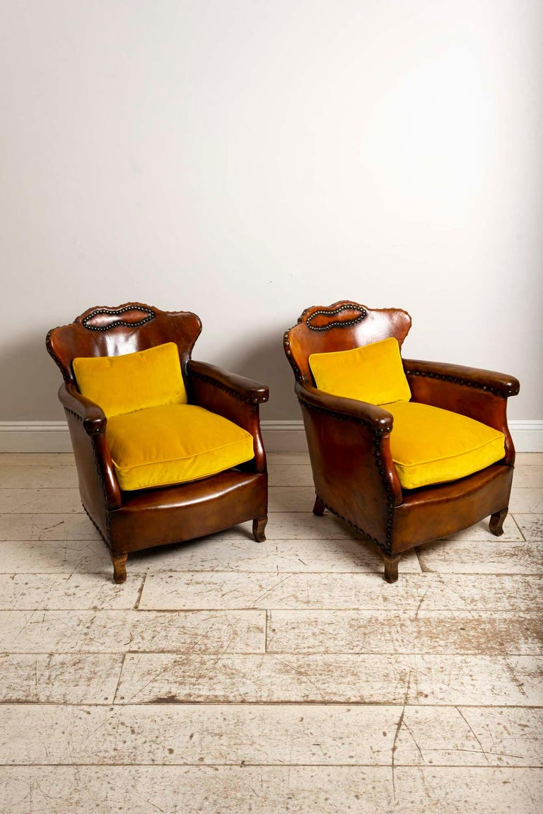 Pair of 1920s Swedish Brown Leather Studded Club Chairs by Otto Schulz In Good Condition For Sale In London, GB