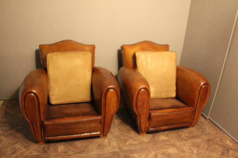 Pair of 1930s French Leather Club Chairs, Moustache Back In Good Condition For Sale In Saint-Ouen, FR