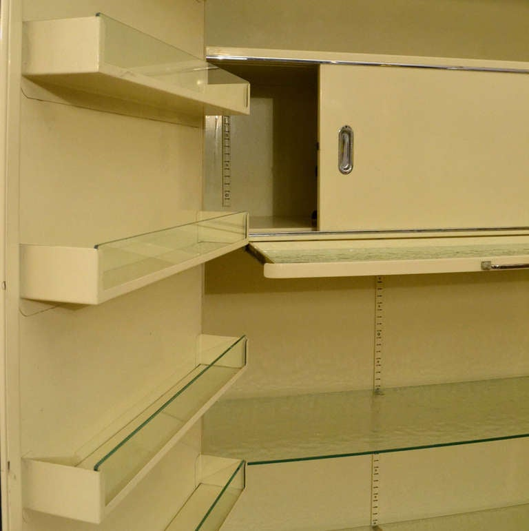 German Pair of 1930s Modernist Industrial Cream Metal Pharmaceutical Storage Cabinets For Sale