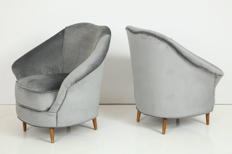 Mid-Century Modern Pair of 1940s Italian Lounge Chairs in the Style of Gio Ponti in Velvet For Sale