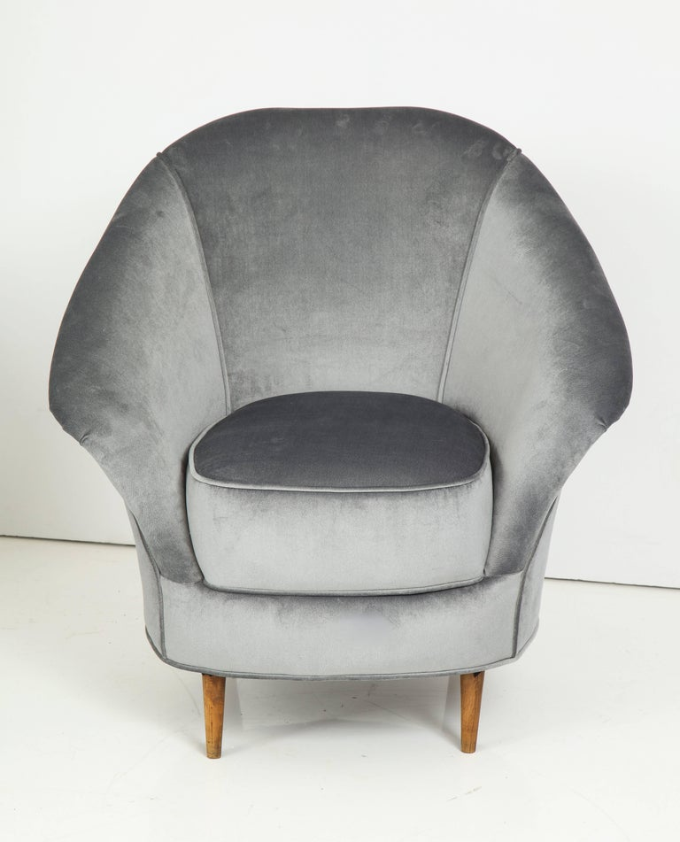 Pair of 1940s Italian Lounge Chairs in the Style of Gio Ponti in Velvet For Sale 3