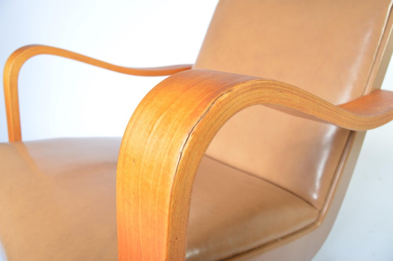 Groovy Pair Of 1940S Thonet Bentwood Lounge Chairs At 1Stdibs Gmtry Best Dining Table And Chair Ideas Images Gmtryco