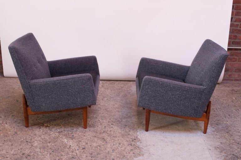 Mid-Century Modern Pair of 1950s Floating Walnut Lounge Chairs by Jens Risom For Sale