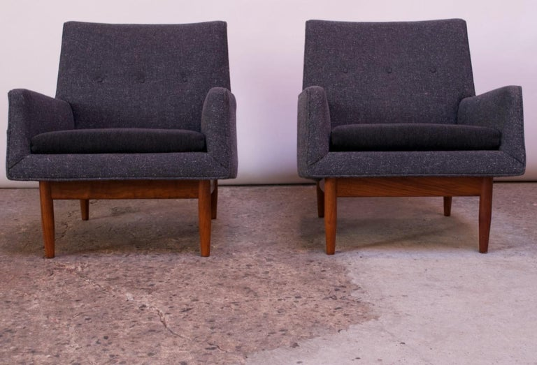 Pair of 1950s Floating Walnut Lounge Chairs by Jens Risom In Good Condition For Sale In Brooklyn, NY