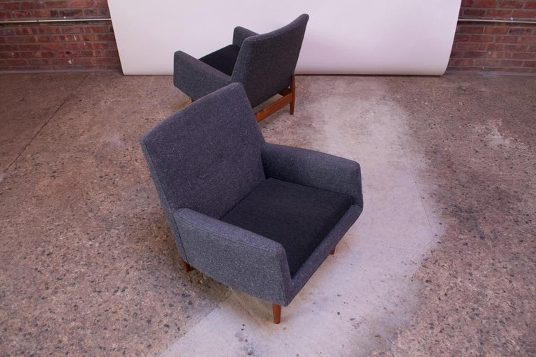 Wool Pair of 1950s Floating Walnut Lounge Chairs by Jens Risom For Sale
