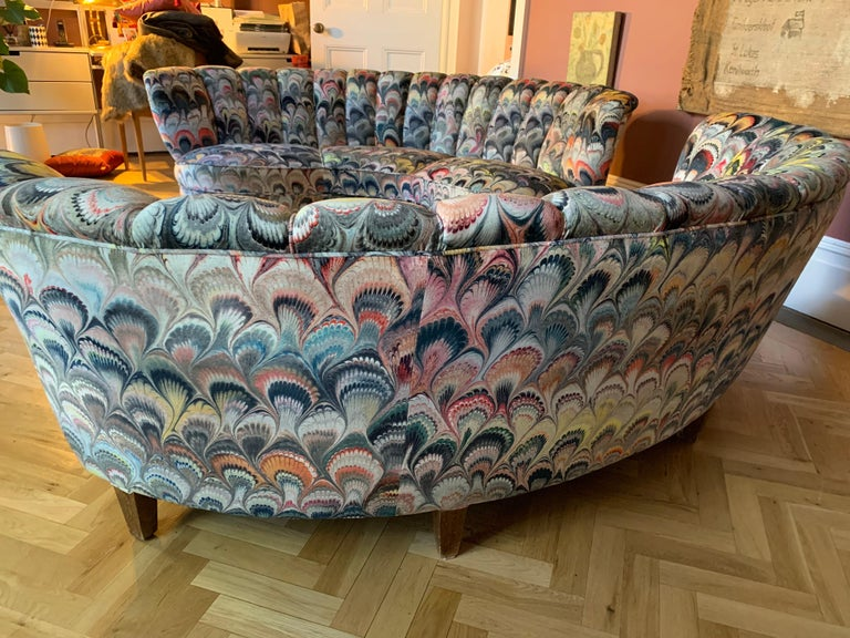 Pair of 1950s German Scalloped Curved Sofas in Beata Heuman Marbleised Fabric In Excellent Condition For Sale In London, GB