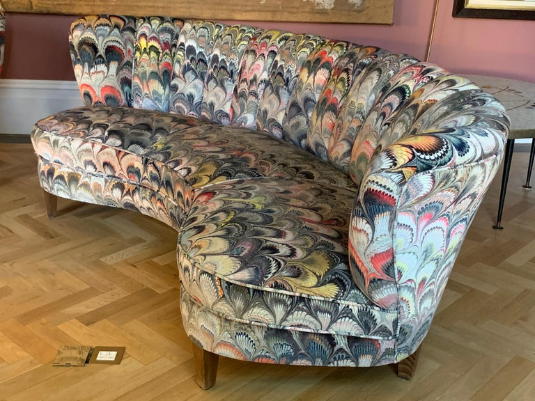 Pair of 1950s German Scalloped Curved Sofas in Beata Heuman Marbleised Fabric For Sale 1