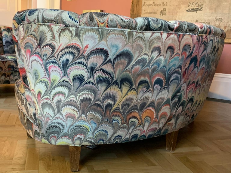 Pair of 1950s German Scalloped Curved Sofas in Beata Heuman Marbleised Fabric For Sale 2