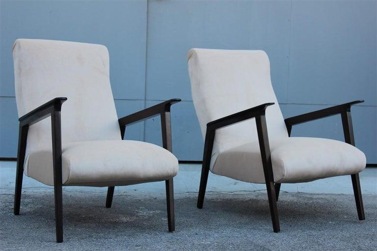 Mid-Century Modern Pair of 1950s Italian Design Armchairs in Walnut and Midcentury Beige Velvet For Sale