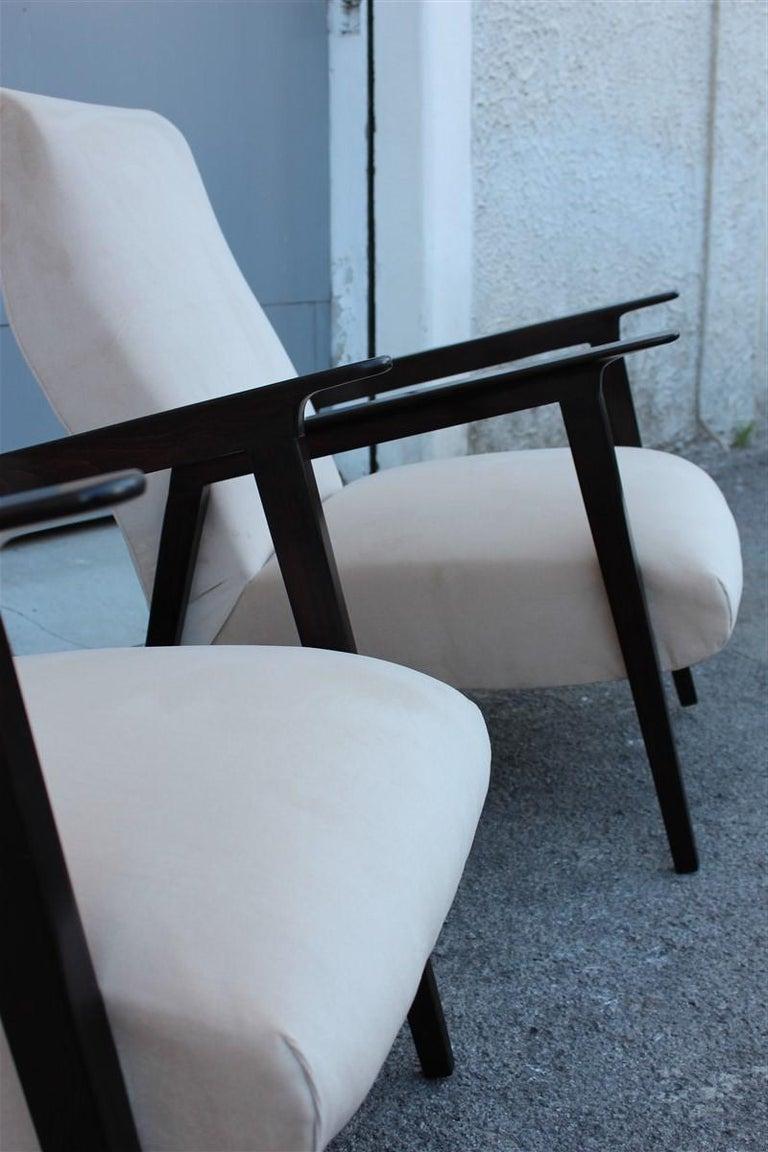 Mid-20th Century Pair of 1950s Italian Design Armchairs in Walnut and Midcentury Beige Velvet For Sale