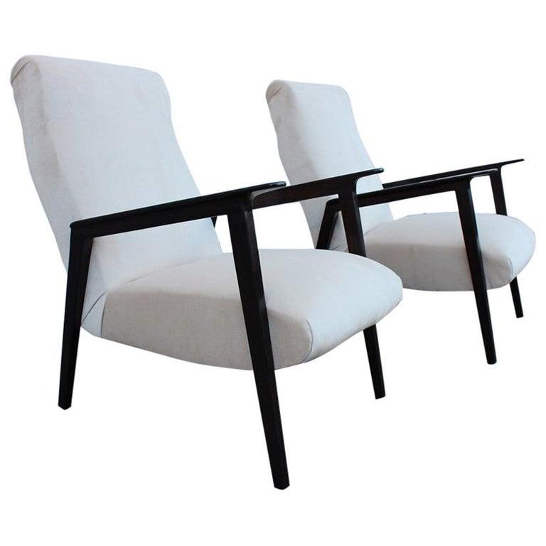 Pair of 1950s Italian Design Armchairs in Walnut and Midcentury Beige Velvet For Sale