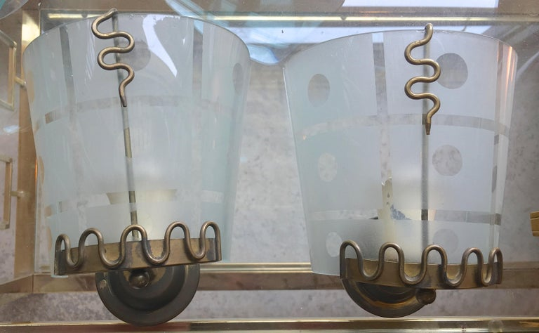 Pair of 1950s Italian Etched Curved Glass and Brass Sconces For Sale 5