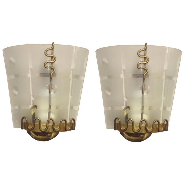 Sublimely gorgeous pair of petite 1940s Italian wall sconces in brass and etched curved glass in the style of Pietro Chiesa and Gio Ponti.  Rewired. Each takes a single candelabra size bulb up to 60 watts.