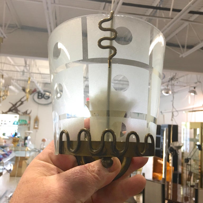 Pair of 1950s Italian Etched Curved Glass and Brass Sconces For Sale 3
