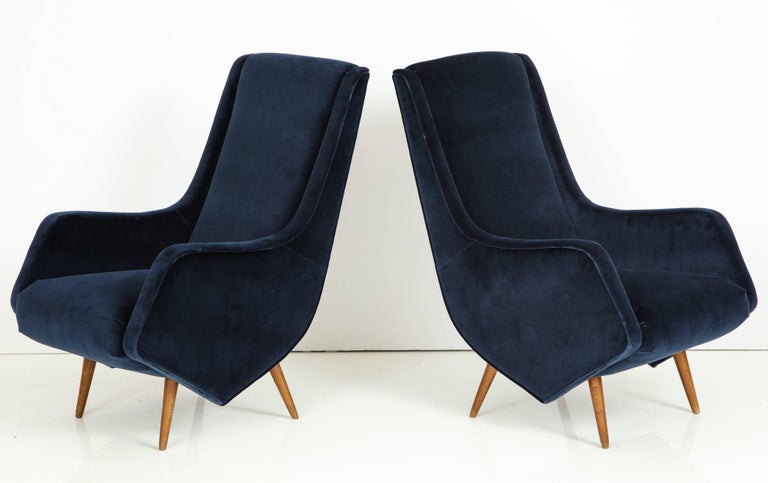 20th Century Pair of 1950s Italian Lounge Chairs by ISA Bergamo in Cobalt Blue Velvet For Sale