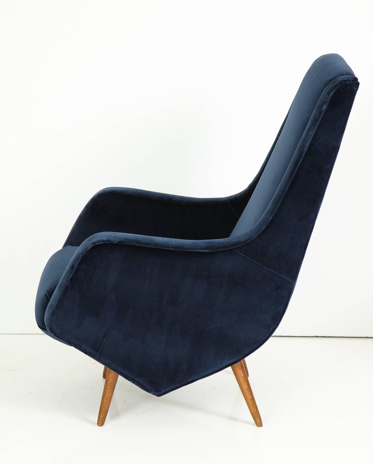 Pair of 1950s Italian Lounge Chairs by ISA Bergamo in Cobalt Blue Velvet For Sale 2