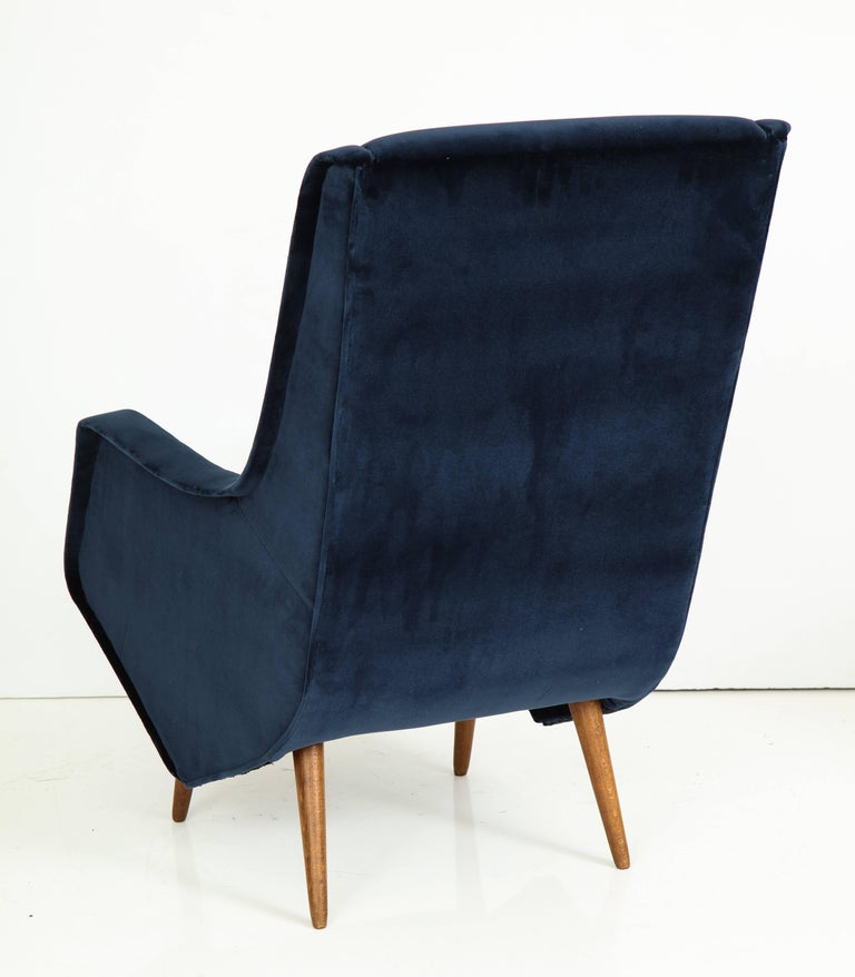 Pair of 1950s Italian Lounge Chairs by ISA Bergamo in Cobalt Blue Velvet For Sale 3