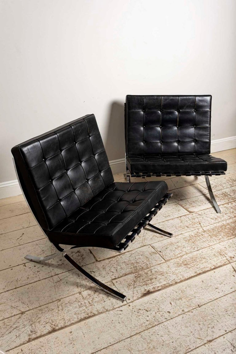 Mid-Century Modern Pair of 1950s Mies van der Rohe Chrome and Black Leather Barcelona Chairs For Sale