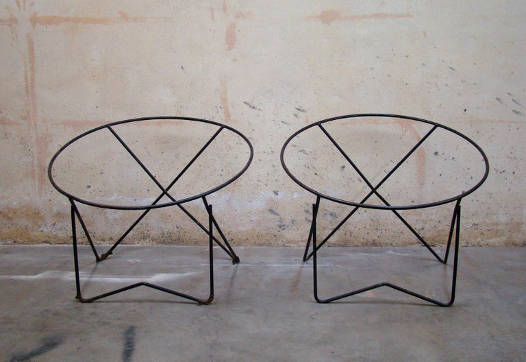 Mid-Century Modern Pair of 1950s Outdoor Steel Hoop Poolside Lounge Chairs/ Paperclip Front Legs For Sale