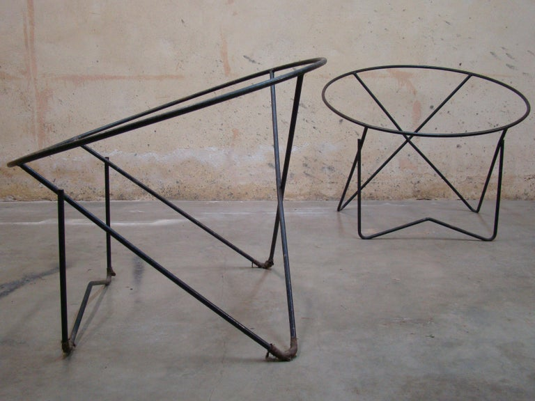 Pair of 1950s Outdoor Steel Hoop Poolside Lounge Chairs/ Paperclip Front Legs In Good Condition For Sale In Denver, CO