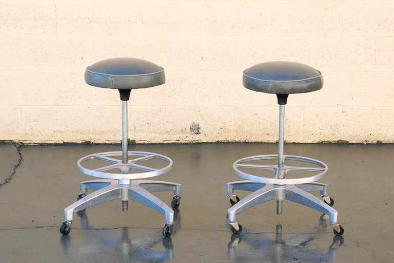Cast Pair of 1960s Chromcraft Atomic Stools, Refinished For Sale