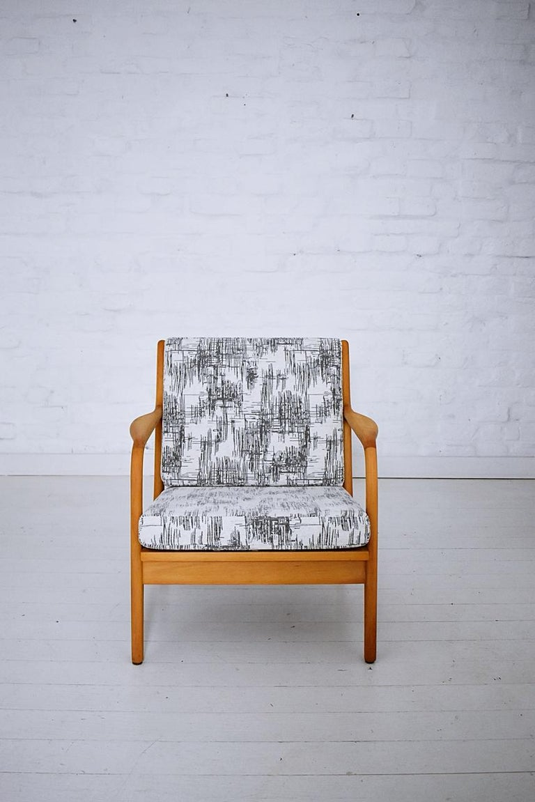 Pair of 1960s Easy Chairs in Style of Adrian Pearsall For Sale 3